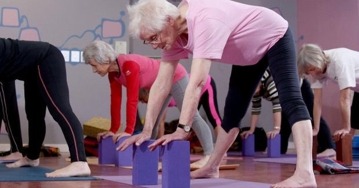 Cụ bà khỏe mạnh tuổi 100 nhờ tập yoga