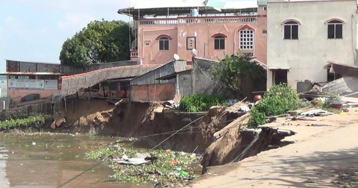 Sạt lở sông Vàm Nao, An Giang ban bố tình trạng khẩn cấp