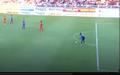Video hài hước: Tấn Trường và ngoại binh Bình Dương 'chơi bóng ném' trên sân