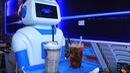 Nàng robot Made in Vietnam phục vụ trong quán cà phê