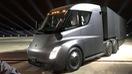 Tesla cho ra đời xe đầu kéo của tương lai