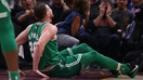 Clip cầu thủ bóng rổ ở NBA gãy gập chân