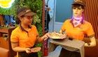 Robot Cô Ba 'chạy sô' nhà hàng ở Sài Gòn