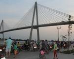 Để lại xe máy, một người nhảy cầu Rạch Miễu chiều 30 Tết