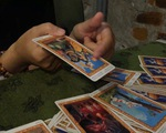 Coi bài Tarot ở Sài Gòn, mê tín hay phong trào?