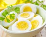 Người bị tăng huyết áp có cần kiêng ăn trứng không?