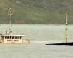 Sóng lớn làm đình trệ cứu hộ tàu chìm ở vịnh Quy Nhơn