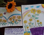 Cô bé lớp 6 vẽ hoa, hiến tóc cho bệnh nhân ung thư