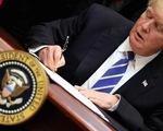 """Tổng thống Trump ký """"quà Giáng sinh"""" cho dân Mỹ"""