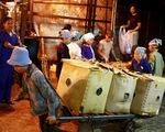 Nhức nhối nạn làm tiền ở chợ Long Biên