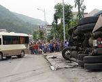 Xe container mất thắng gây tai nạn liên hoàn