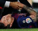 Messi chấn thương nặng, gãy xương cánh tay phải