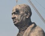 Nông dân Ấn Độ nghèo đói ngắm tượng đài hoành tráng 430 triệu USD