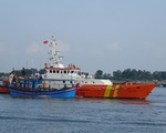 SAR 413 đang lai dắt tàu cá gặp nạn khi tránh bão, đưa 24 ngư dân về