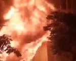 Quán bar bốc cháy lúc rạng sáng tại TP.HCM
