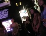 Quán karaoke bị cấm vẫn ca hát ì xèo