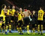 """Thắng trận """"điên rồ"""", Dortmund hơn """"Hùm xám"""" 7 điểm"""