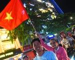 Tuyển Việt Nam thắng, cháu chở ngoại đi