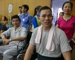 Cắt tóc, gội đầu 300 bệnh nhân ngay trong bệnh viện