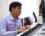 Những giờ học nhạc đặc biệt của thầy giáo khiếm thị