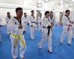 Khi bác sĩ, dân kinh doanh tập taekwondo