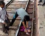 Bé gái 1 tuổi sống sót kỳ diệu khi xe lửa lao qua