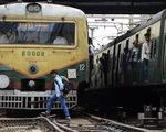 Lo thất nghiệp, 4 thanh niên Ấn Độ lao đầu vào xe lửa tự tử