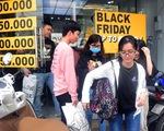 Người Sài Gòn 'phấn khích' trong mùa Black Friday giảm đến 90% đầu tiên