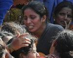 Xe chở học sinh rớt xuống kênh, 28 người thiệt mạng