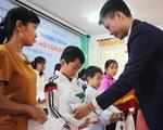 Trao thưởng 'Tiếp sức con nhà nông đến trường' tại Nghệ An