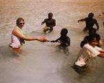 Bộ lạc Sentinel: 'Ngoại giao dừa' và lằn ranh đỏ dẫn tới 'mưa tên'