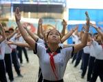 Học trò Sài Gòn thích thú tập thể dục với nhạc võ Vovinam