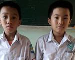 Hai học sinh lớp 3 nhặt được 15 triệu đồng trả lại người đánh rơi