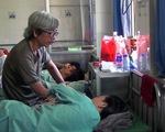 Điều tra vụ nữ giáo viên bị ném đá vào mặt