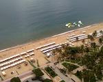 Giảm đặt dù trên bãi biển Nha Trang