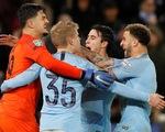 Đá bại Leicester trên chấm luân lưu, M.C vào bán kết League Cup