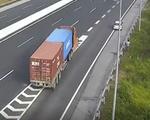 Đề nghị xử lý tài xế lùi xe hơi trên đường cao tốc