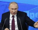 Bị hỏi khó chuyện hôn nhân, ông Putin vui vẻ trả lời
