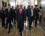 Chính phủ Mỹ vẫn đóng cửa dù phó tổng thống can thiệp