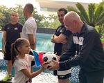 Thầy trò HLV Eriksson gặp gỡ CĐV Philippines tại Hà Nội