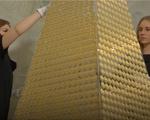 Cây thông Noel 60 tỷ đồng, được làm từ đồng xu vàng