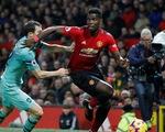 M.U hòa Arsenal trong trận cầu của những sai lầm
