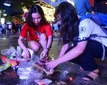 Tuyệt đẹp phố đi bộ Nguyễn Huệ sạch rác sau trận Việt Nam - Philippines