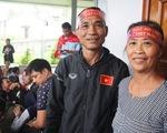 Mẹ Công Phượng, Văn Đức ra Hà Nội cổ vũ con đá ở Mỹ Đình