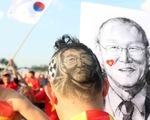 Hai CĐV khắc hình ông Park lên tóc và vẽ hình ông Park lên người