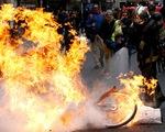 Ông Trump giễu tổng thống Pháp chuyện biểu tình bạo loạn