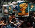 """Công xưởng tranh sơn dầu """"nhái"""" của thế giới hiện ra sao?"""