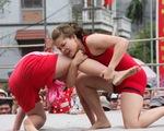 Về Hải Phòng xem nữ đô vật thách đấu trai làng Vân