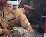 Xe biển số Lào có khoang bí mật chứa 100 bánh heroin
