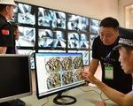 Trung Quốc: Tội phạm trà trộn vào 60.000 khán giả cũng không thoát